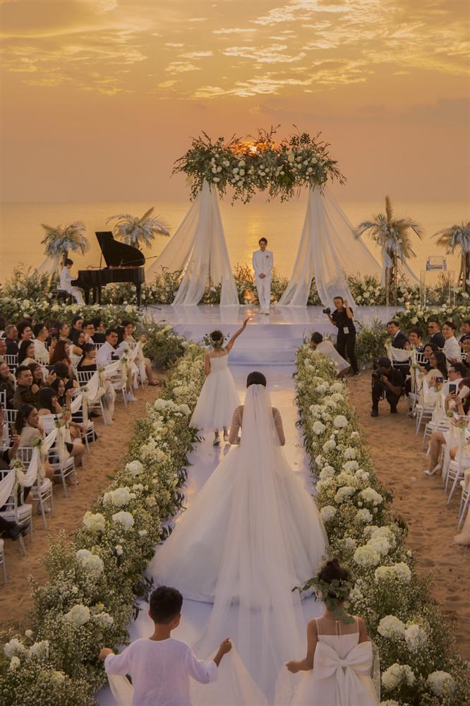 Chiêm ngưỡng toàn bộ 10 váy cưới đẹp xuất sắc biến Đông Nhi thành công chúa cổ tích trong siêu đám cưới-10