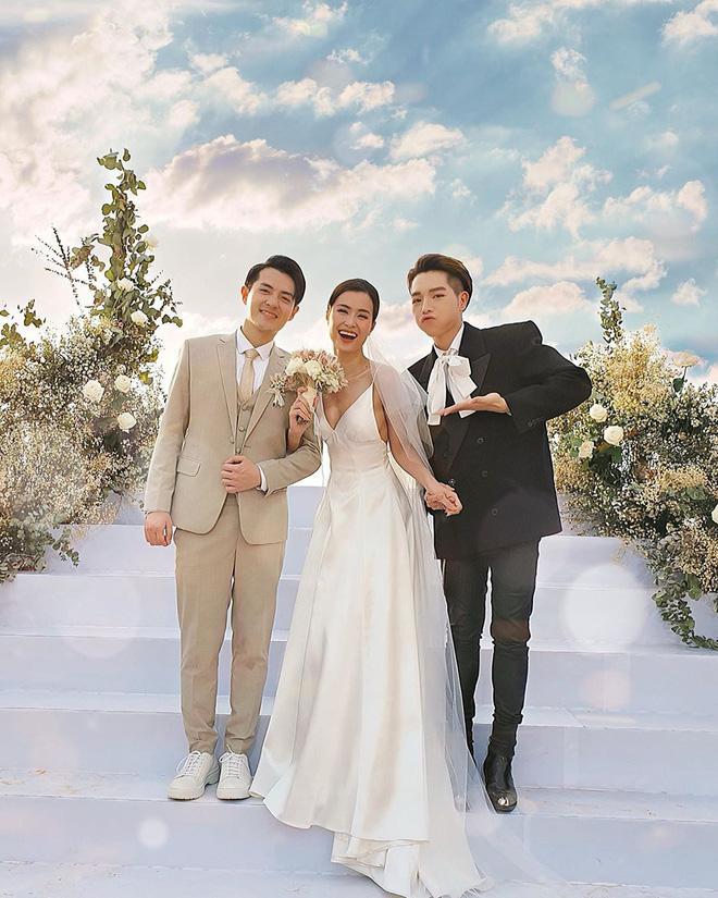 Chiều cao hạn chế, Ông Cao Thắng phải nhờ cậy sneaker độn đế cho tương xứng cô dâu trong ngày cưới-1