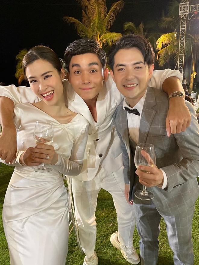 Chiêm ngưỡng toàn bộ 10 váy cưới đẹp xuất sắc biến Đông Nhi thành công chúa cổ tích trong siêu đám cưới-11