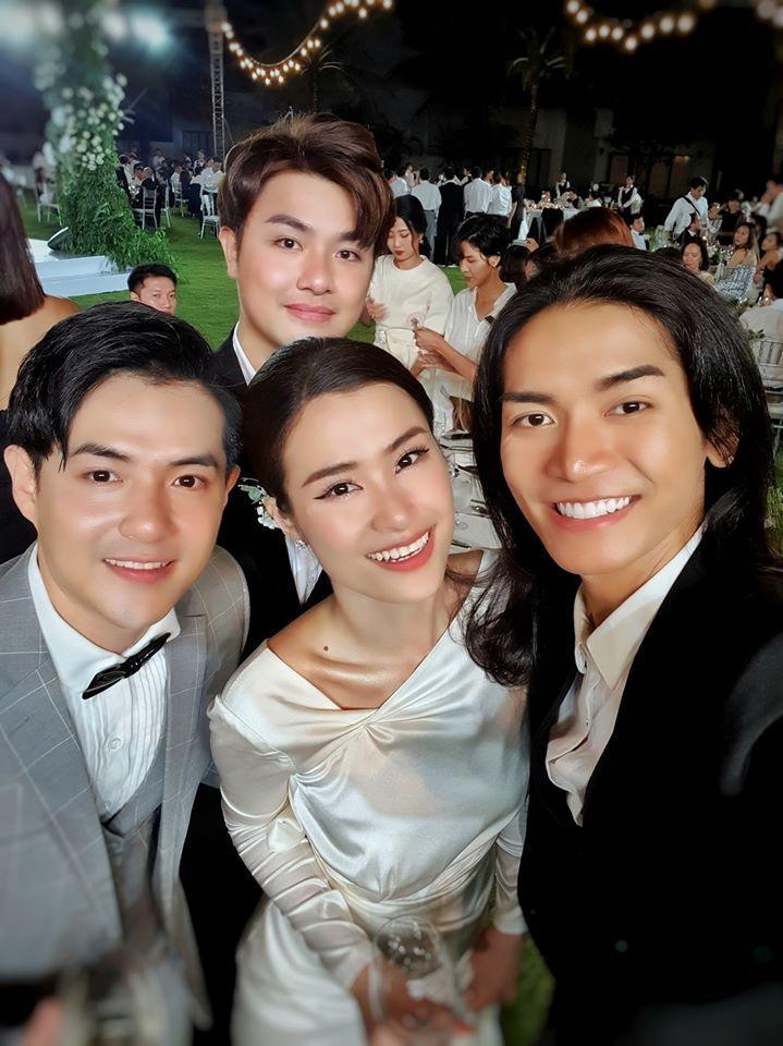Lầy như sao Việt dự đám cưới Đông Nhi: Ngô Kiến Huy đá xéo cô dâu, Thu Minh tưởng mình là nhân vật chính-9