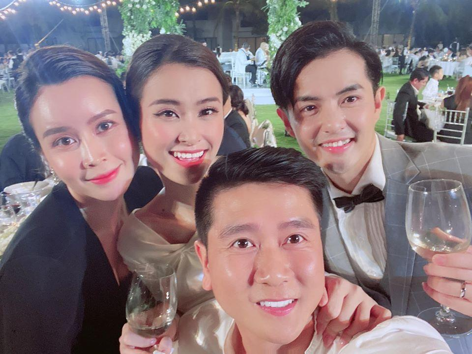 Lầy như sao Việt dự đám cưới Đông Nhi: Ngô Kiến Huy đá xéo cô dâu, Thu Minh tưởng mình là nhân vật chính-13
