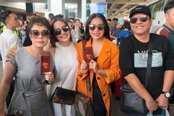 CHẾT CƯỜI: Việt Hương tranh thủ PR cho phim khi đi đám cưới Đông Nhi và Ông Cao Thắng