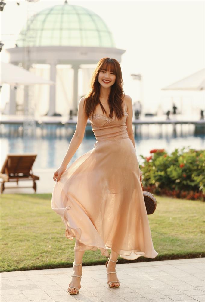 Chuyện chỉ có ở đám cưới Đông Nhi: Vẫn có người lệch dress code, Minh Hằng khâu váy, BB Trần mặc đầm cưới-9