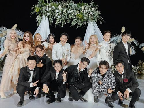 Chuyện chỉ có ở đám cưới Đông Nhi: Vẫn có người lệch dress code, Minh Hằng khâu váy, BB Trần mặc đầm cưới-1