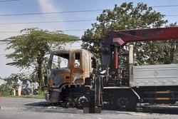 Người đàn ông chết cháy thương tâm sau va chạm kinh hoàng với xe tải