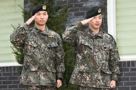 Hình ảnh đầu tiên sau xuất ngũ của Tae Yang và Dae Sung