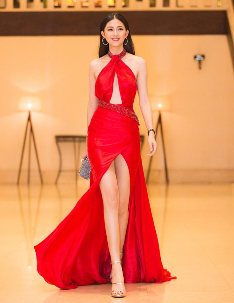 5 hoa hậu, á hậu có đôi chân dài nhất làng mốt Việt-4