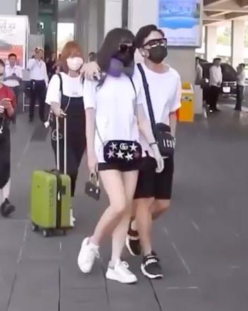 Ý nghĩa bất ngờ của chiếc túi xách mà Hari Won đeo đi dự đám cưới của Đông Nhi-1