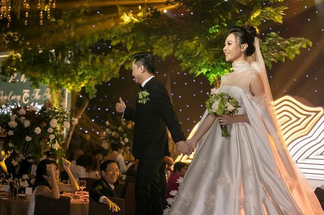 Hai lễ cưới xa hoa bậc nhất showbiz Việt năm 2019-13