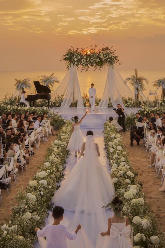 Hai lễ cưới xa hoa bậc nhất showbiz Việt năm 2019-14