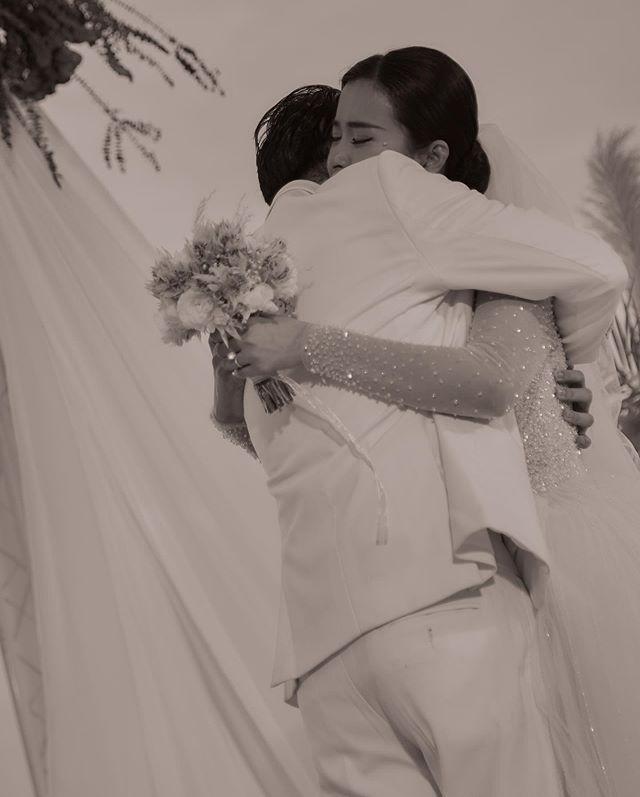 Đông Nhi - Ông Cao Thắng xuất hiện sau đám cưới thế kỷ: Thần thái tươi như hoa dù hôm qua quẩy banh nóc-3