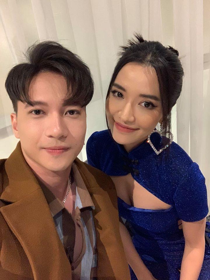 Giữa lúc cả showbiz Việt đi ăn cưới Đông Nhi, S.T đăng hình selfie với Bích Phương vì cùng dính sao quả tạ-2