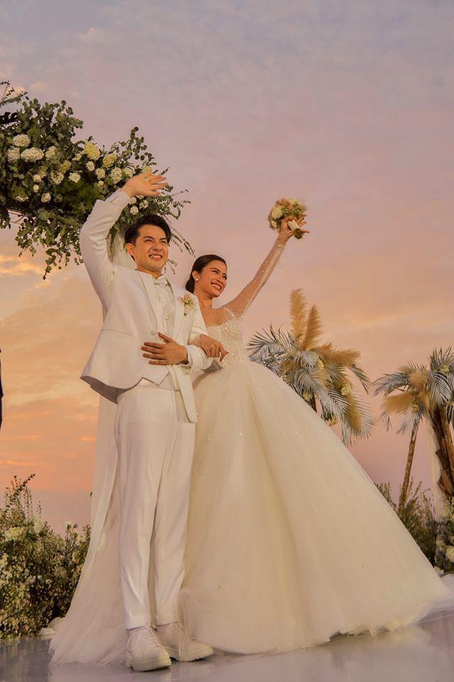 Giữa lúc cả showbiz Việt đi ăn cưới Đông Nhi, S.T đăng hình selfie với Bích Phương vì cùng dính sao quả tạ-1