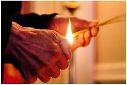 Ngày Rằm, nên thắp trên bàn thờ bao nhiêu nén hương để thu hút tài lộc, gia đạo bình an?