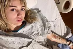 Miley Cyrus phải kiêng nói sau khi phẫu thuật dây thanh âm