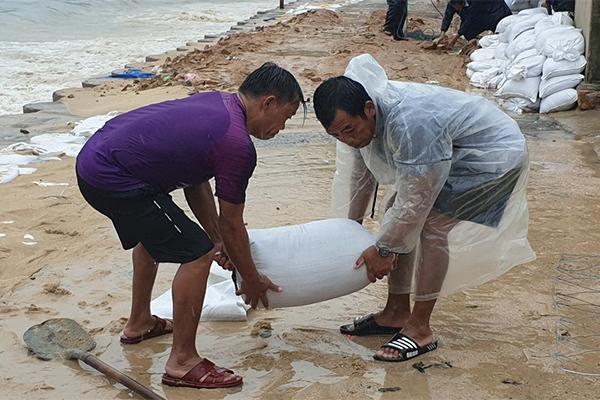 Bão số 6 áp sát Bình Định - Phú Yên - Khánh Hòa, bắt đầu mưa lớn-1