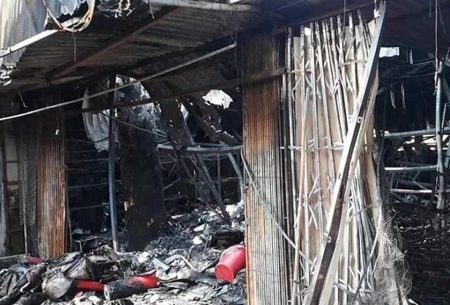 4 ki-ốt bị thiêu rụi trong đêm, bé 8 tuổi tử vong ở Hòa Bình-2