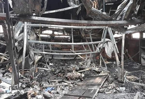 4 ki-ốt bị thiêu rụi trong đêm, bé 8 tuổi tử vong ở Hòa Bình-1
