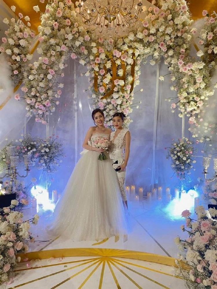 Ngay sau lễ cưới thế kỷ Đông Nhi - Ông Cao Thắng, dân mạng bất ngờ với hotgirl đình đám lấy chồng-4