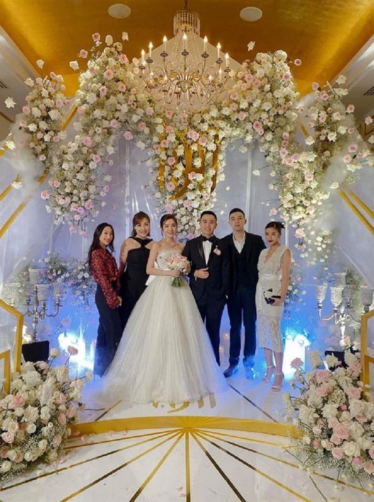 Ngay sau lễ cưới thế kỷ Đông Nhi - Ông Cao Thắng, dân mạng bất ngờ với hotgirl đình đám lấy chồng-5