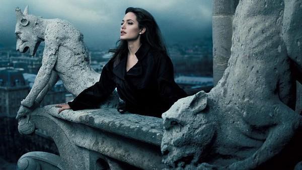 Angelina Jolie đưa các con đi dạo biển-9