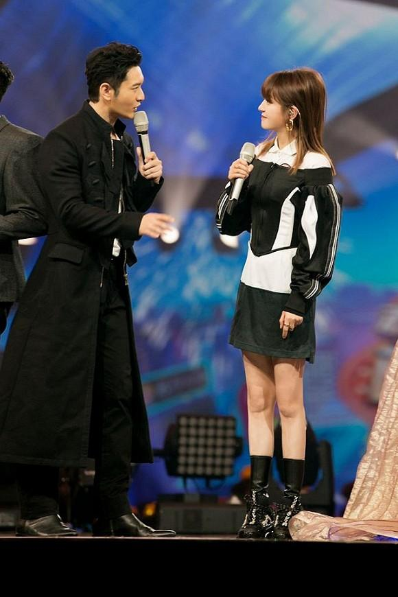 Triệu Vy cứ trẻ như gái đôi mươi như thế này bảo sao Huỳnh Hiểu Minh có vợ rồi mà vẫn nhìn không rời mắt-7