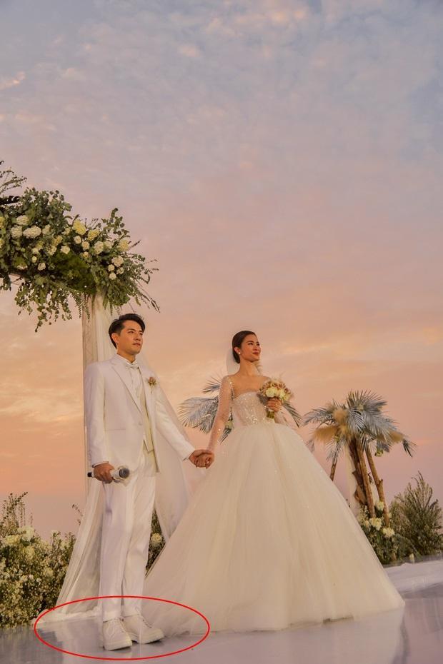 Chiều cao hạn chế, Ông Cao Thắng phải nhờ cậy sneaker độn đế cho tương xứng cô dâu trong ngày cưới-3