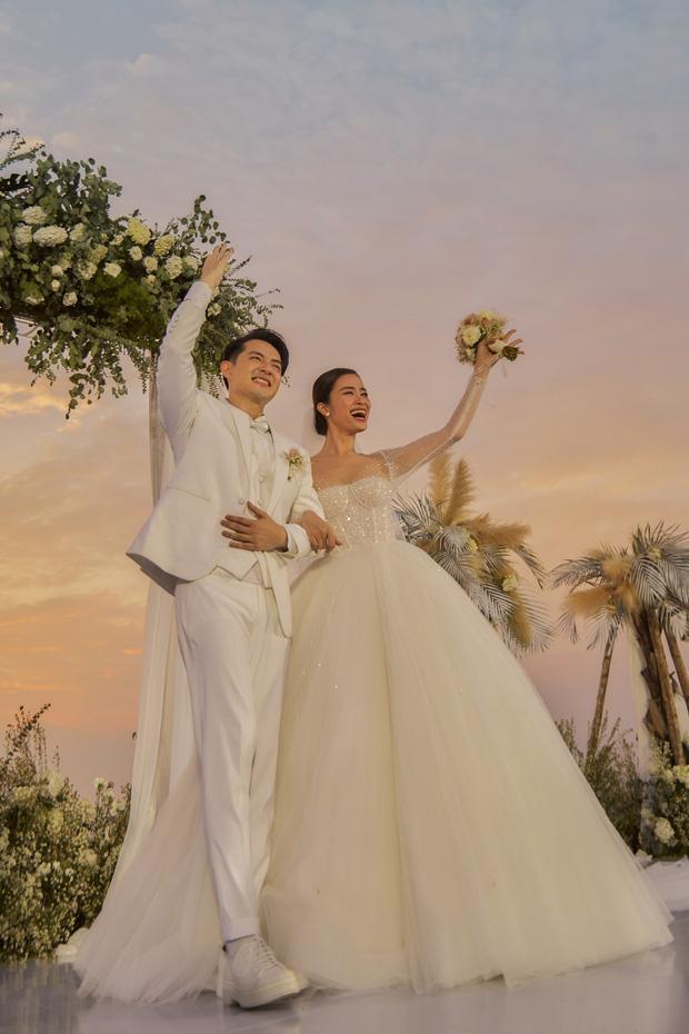 Chiều cao hạn chế, Ông Cao Thắng phải nhờ cậy sneaker độn đế cho tương xứng cô dâu trong ngày cưới-5