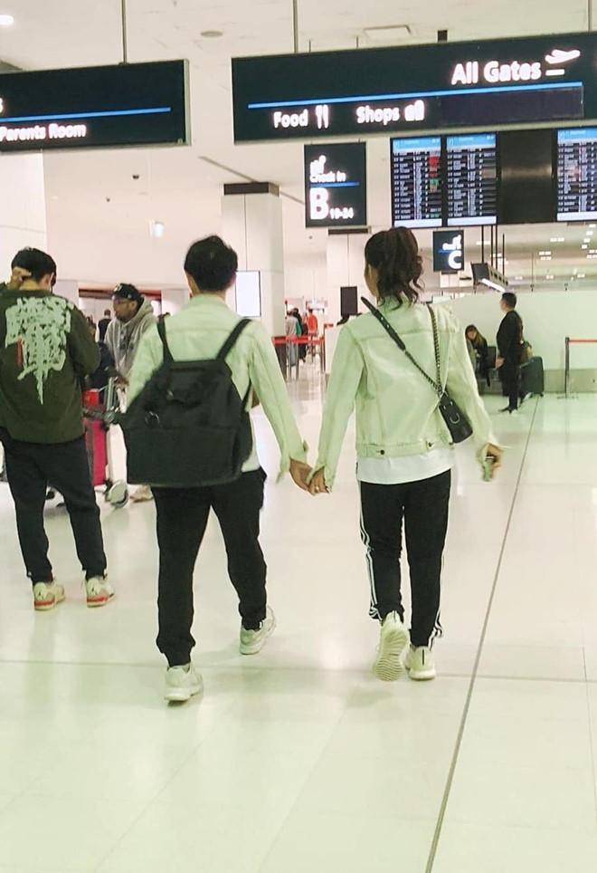 Chiều cao hạn chế, Ông Cao Thắng phải nhờ cậy sneaker độn đế cho tương xứng cô dâu trong ngày cưới-7