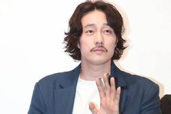 Nam thần 'Giày thủy tinh' So Ji Sub khiến khán giả giật mình với hình ảnh tăng cân, xuống sắc không ngờ