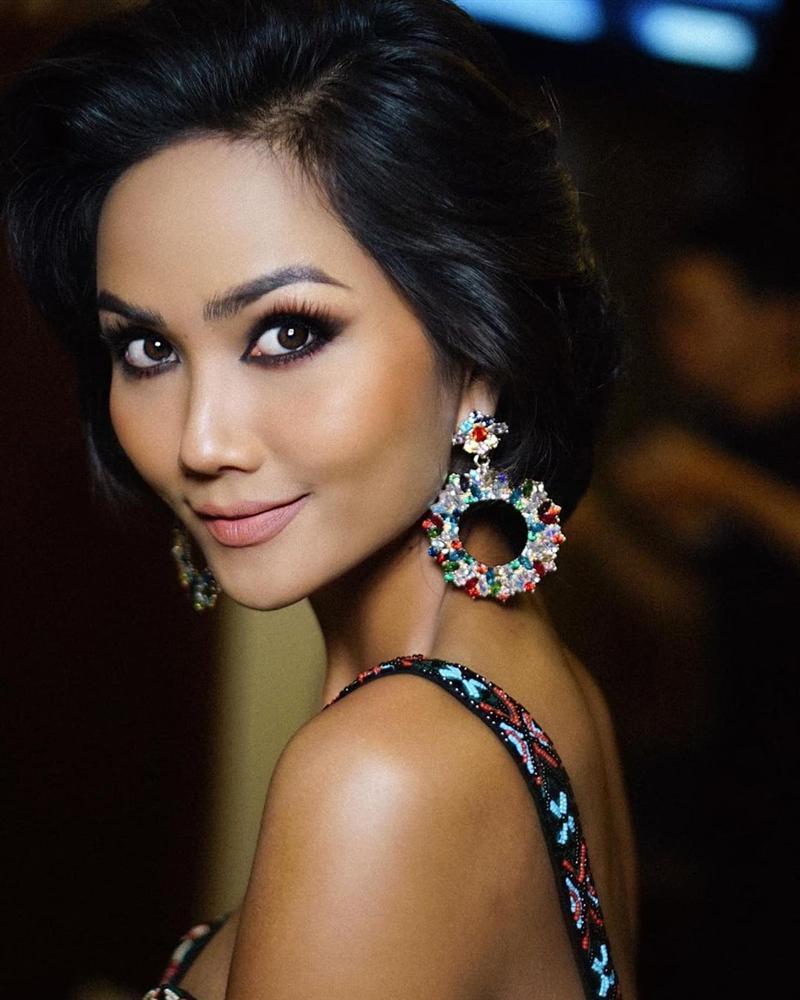 Bản tin Hoa hậu Hoàn vũ 11/11: HHen Niê họa mặt đẹp ngỡ ngàng, chặt chém Hoàng Thùy lẫn Lệ Hằng-1