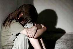 Đưa bé gái 13 tuổi nghi bị cha ruột xâm hại đi giám định
