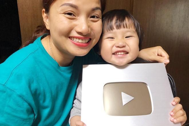 Vlogger Quỳnh Trần thông báo bé Sa sẽ ngừng xuất hiện trên Vlog-1