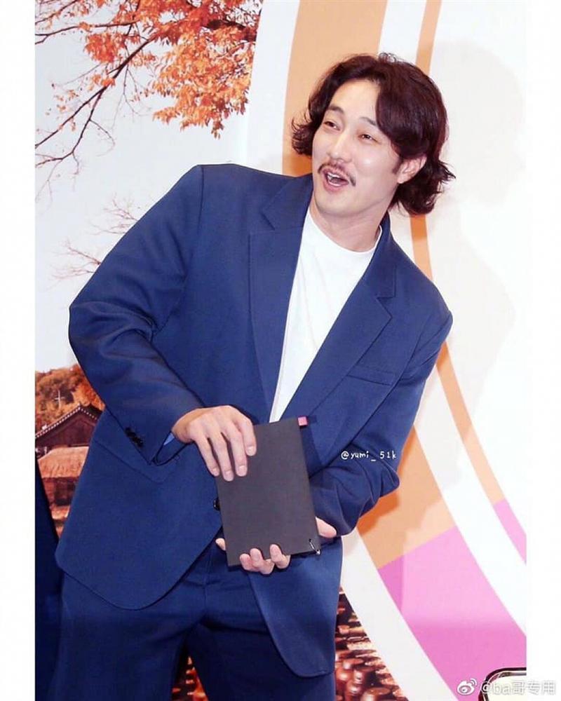 Những mỹ nam Hàn phát tướng, tóc dài thượt khiến người hâm mộ hết hồn-12