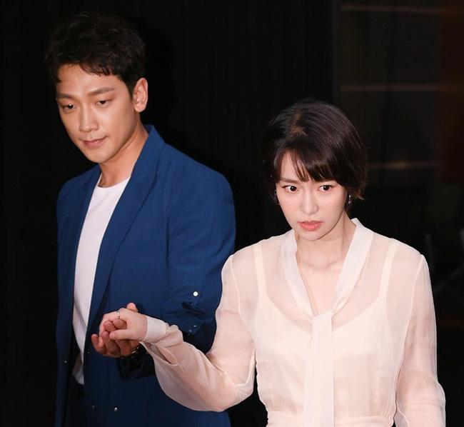 Phản ứng của Kim Tae Hee khi chồng đóng cùng nữ hoàng cảnh nóng-3