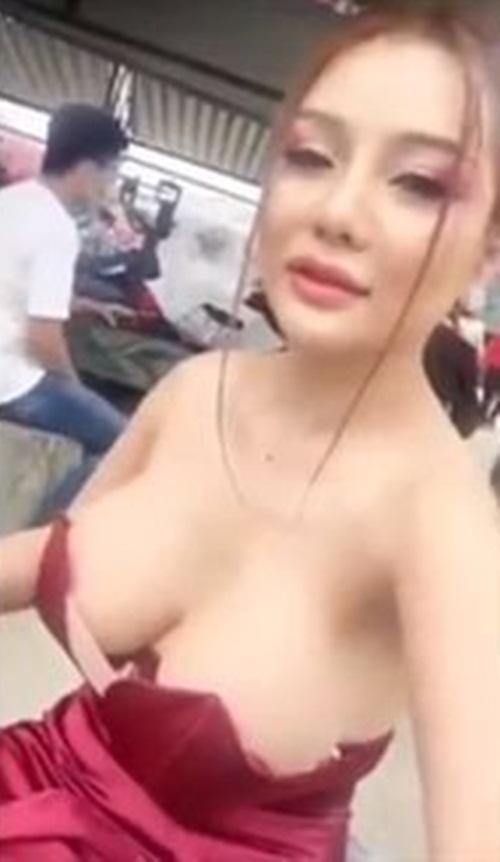 Đang vui vẻ livestream, gái trẻ làm người xem xôn xao vì khoảnh khắc tuột váy lộ ngực trần-2