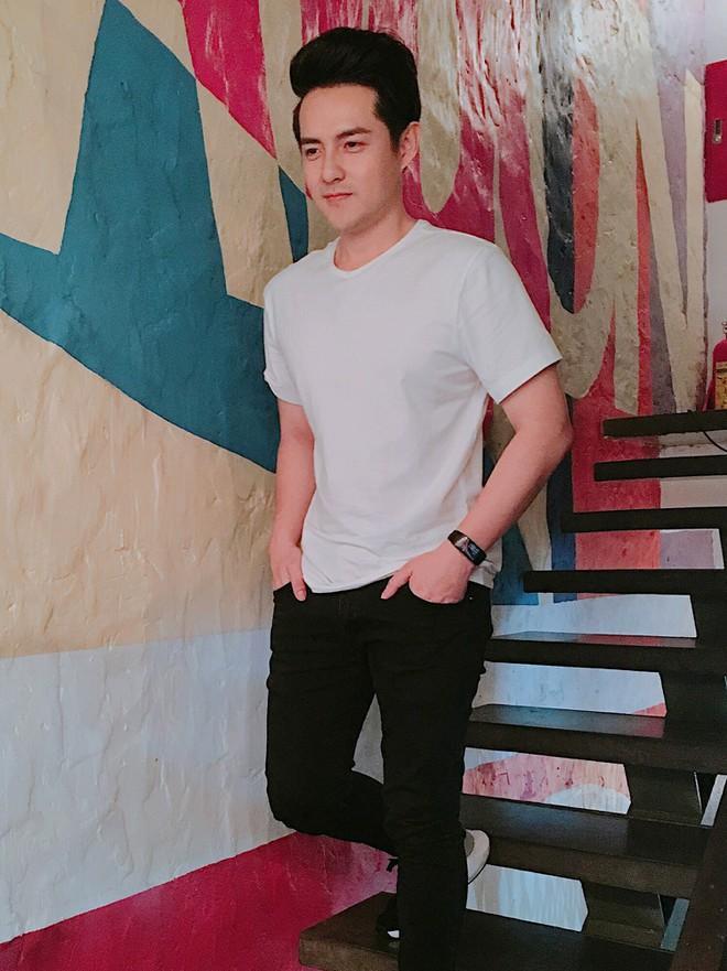 Phong cách thời trang của Ông Cao Thắng ít thay đổi sau 10 năm-4