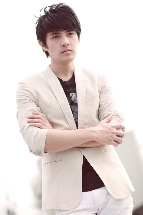 Phong cách thời trang của Ông Cao Thắng ít thay đổi sau 10 năm-9