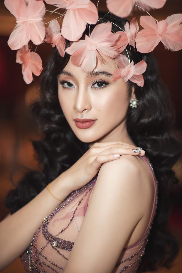 Tái xuất Vbiz, Angela Phương Trinh chơi lớn đội cả rừng hoa nhưng lộ miếng dán ngực lù lù-4