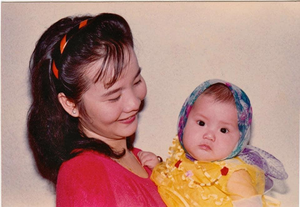 Thả vài tấm ảnh thời bé chụp cùng mẹ, tình cũ Phan Thành làm ai cũng ngạc nhiên với nhan sắc đấng sinh thành-1