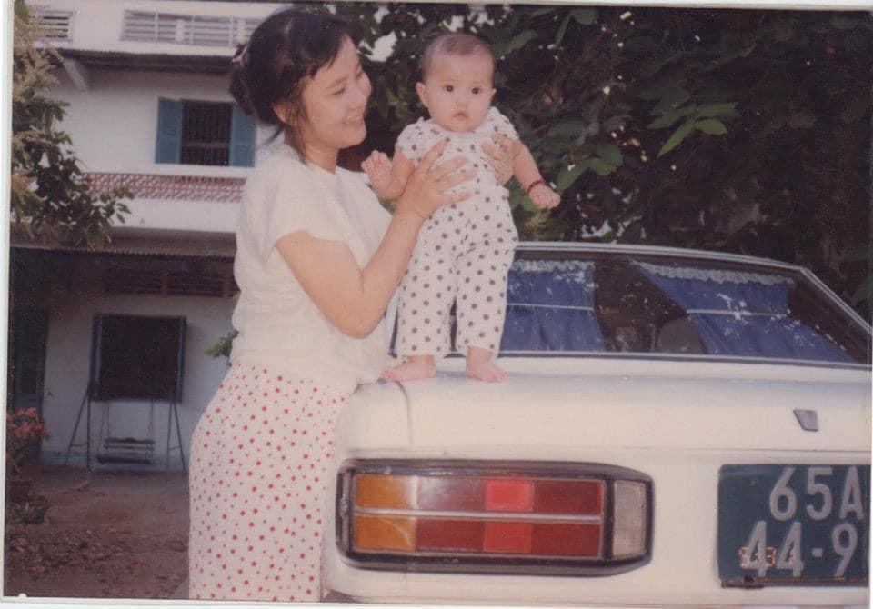 Thả vài tấm ảnh thời bé chụp cùng mẹ, tình cũ Phan Thành làm ai cũng ngạc nhiên với nhan sắc đấng sinh thành-2