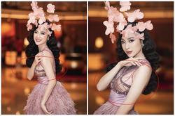 Tái xuất Vbiz, Angela Phương Trinh 'chơi lớn' đội cả rừng hoa nhưng lộ miếng dán ngực lù lù