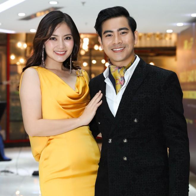 Giữa tin đồn ly hôn Ngọc Lan, diễn viên Thanh Bình bị lộ ảnh thân mật với cô gái lạ giữa đám đông-3