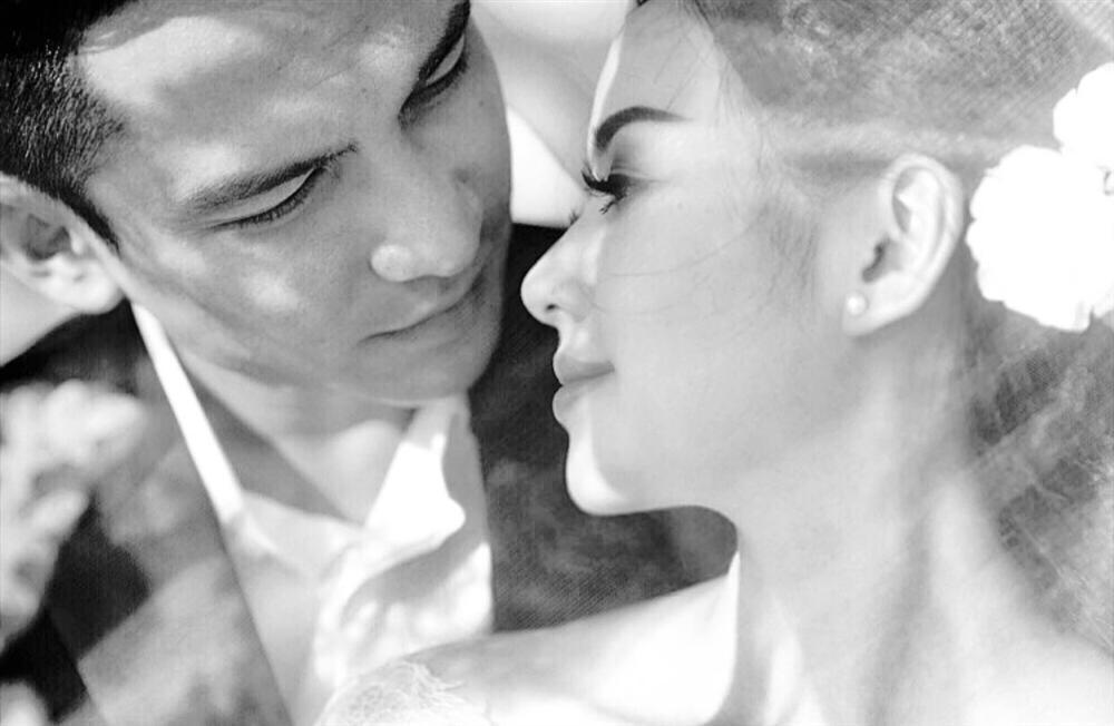 Sau gần 5 năm làm vợ thiếu gia, Tâm Tít lần đầu tiên chịu khoe ảnh cưới ngập cảnh nóng-1