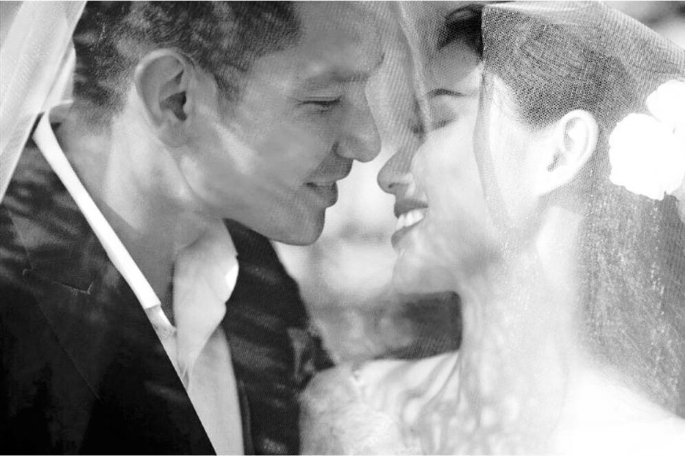 Sau gần 5 năm làm vợ thiếu gia, Tâm Tít lần đầu tiên chịu khoe ảnh cưới ngập cảnh nóng-2
