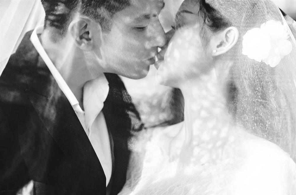 Sau gần 5 năm làm vợ thiếu gia, Tâm Tít lần đầu tiên chịu khoe ảnh cưới ngập cảnh nóng-3