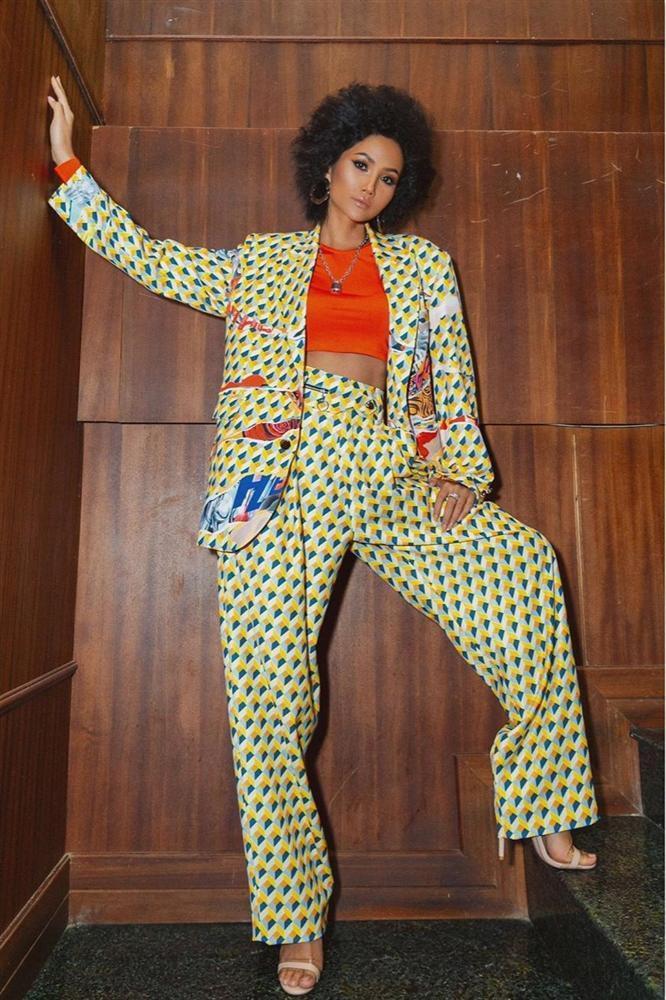 Bản tin Hoa hậu Hoàn vũ 12/11: HHen Niê lên đồ xuất sắc, chặt đẹp từng giai nhân quốc tế-2