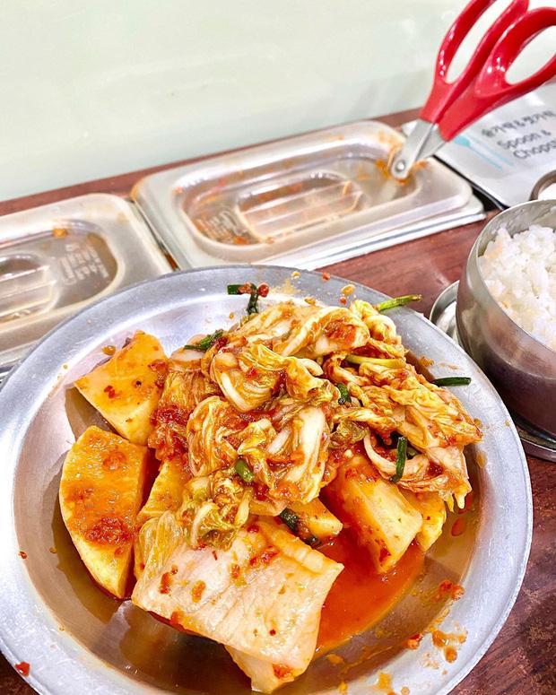 Buồn ngủ đến mấy cũng không thể ngăn Kỳ Duyên và Minh Triệu xếp hàng chờ món súp bò nổi tiếng nhất Seoul: du lịch sướng nhất chính là ăn ngon-4