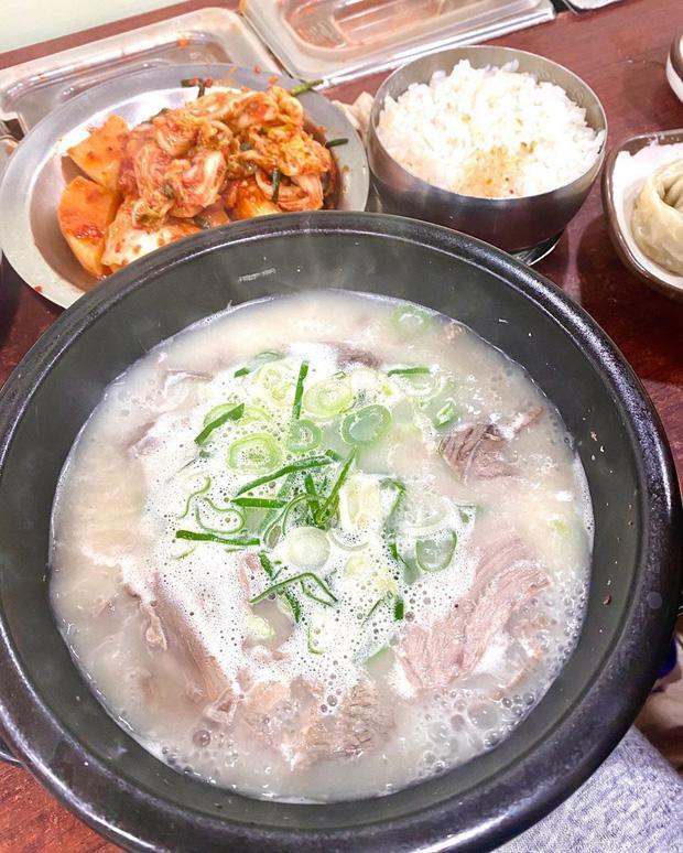 Buồn ngủ đến mấy cũng không thể ngăn Kỳ Duyên và Minh Triệu xếp hàng chờ món súp bò nổi tiếng nhất Seoul: du lịch sướng nhất chính là ăn ngon-5