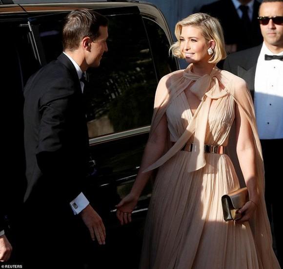 Ca đụng hàng gắt nhất giữa mỹ nhân 2 châu lục: Ivanka Trump diện váy xẻ sâu cũng không bằng Suzy kín đáo chẳng lồ lộ-2